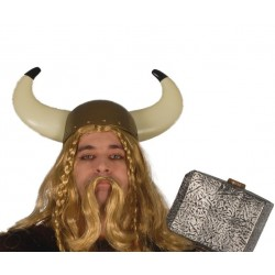 Casco vikingo con cuernos